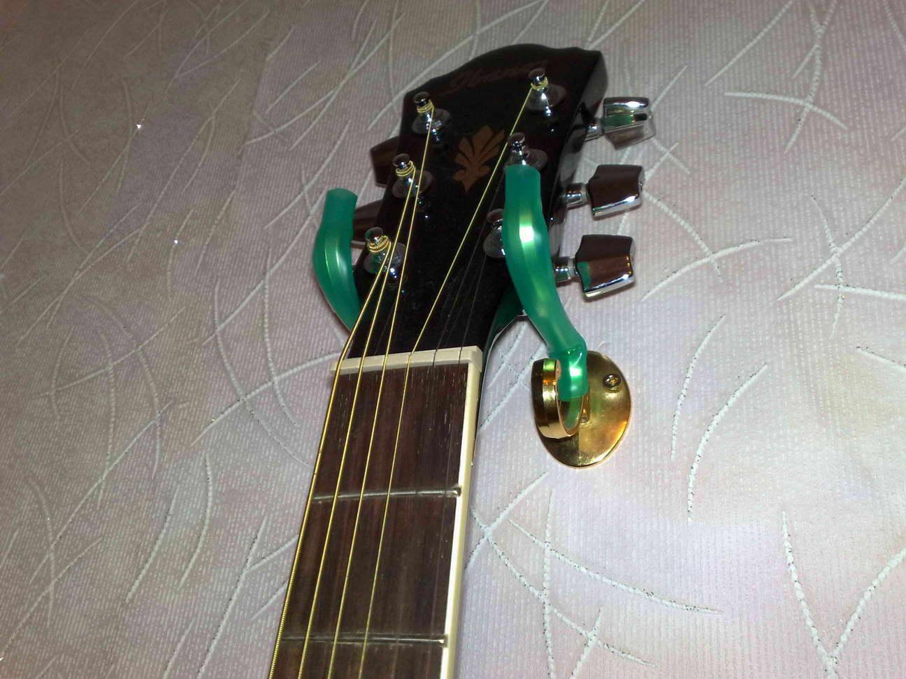 Кронштейн для гитары на стену